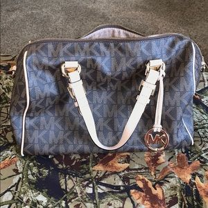 Micheal Kors purse (willing to negotiate on price)